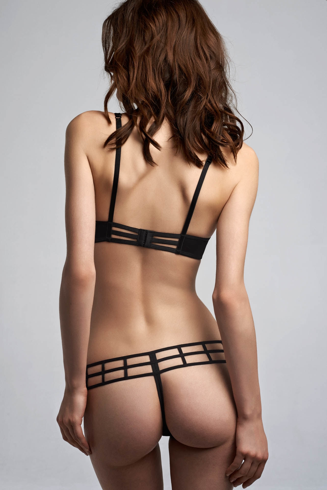 Leading Strings 4 cm Thong - Strictly Black